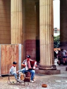Street_Music_BrandenburgGate